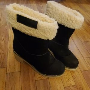 Shoes - Black fleece lined boots